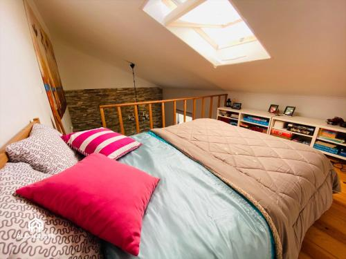 A bed or beds in a room at Hillhouse