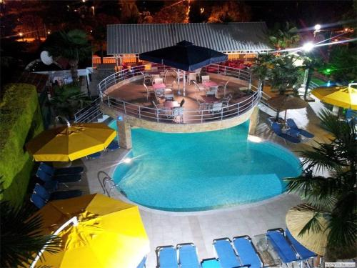 Θέα της πισίνας από το Hotel Niko Paradise ή από εκεί κοντά
