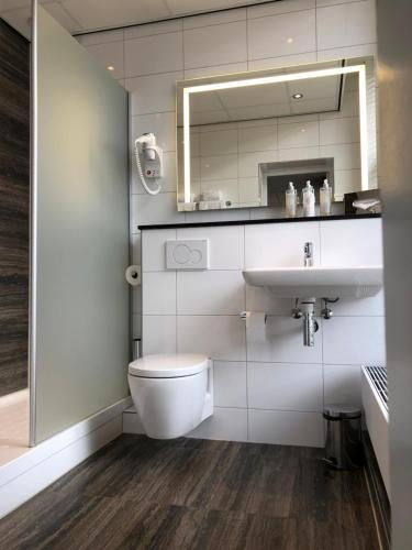 A bathroom at Designhotel Maastricht