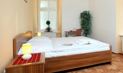 Ein Bett oder Betten in einem Zimmer der Unterkunft Pension Wallis