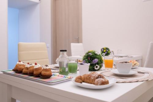 Breakfast options available to guests at Roof Garden