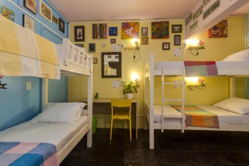 A bunk bed or bunk beds in a room at Piratas da Praia Fit Hostel