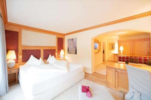 A bed or beds in a room at Wellnessresidenz Alpenrose