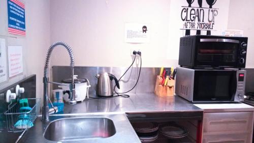 A kitchen or kitchenette at Asylum Sydney Backpackers Hostel