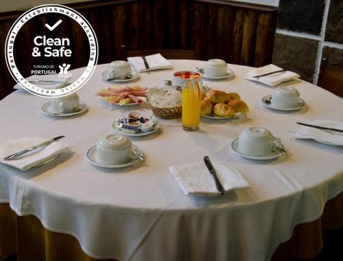 Um restaurante ou outro lugar para comer em VIP Inn Miramonte Hotel