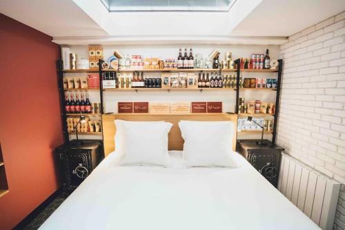 Cama ou camas em um quarto em La suite Paris Gare de Lyon - Bastille