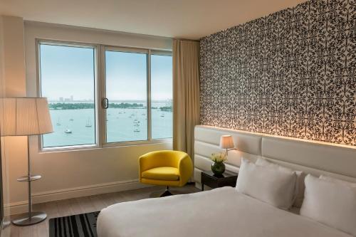Ein Bett oder Betten in einem Zimmer der Unterkunft Mondrian South Beach