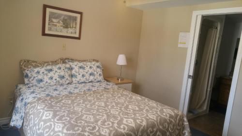 A bed or beds in a room at Trillium Bed & Breakfast