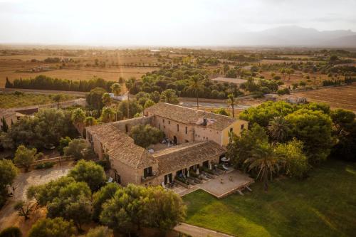 Ett flygfoto av Casal Santa Eulalia
