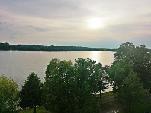 Widok na jezioro w pobliżu tego apartamentu