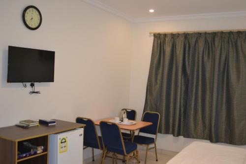 Uma TV ou centro de entretenimento em Waqf Al Sherbiny 3