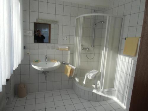A bathroom at Haus Leifert