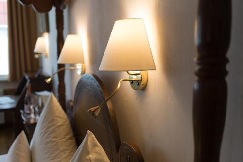 Letto o letti in una camera di Hotel Deutsches Haus