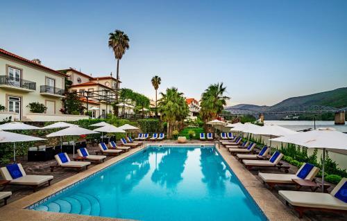 A piscina localizada em The Vintage House - Douro ou nos arredores