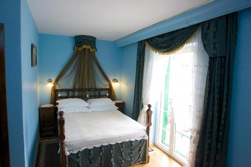 A bed or beds in a room at Heritage Hotel Pasike