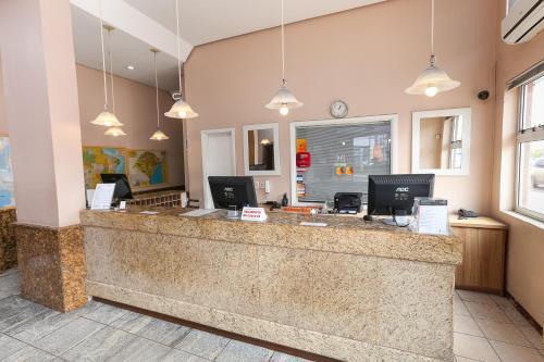 O saguão ou recepção de Hotel Express Aeroporto
