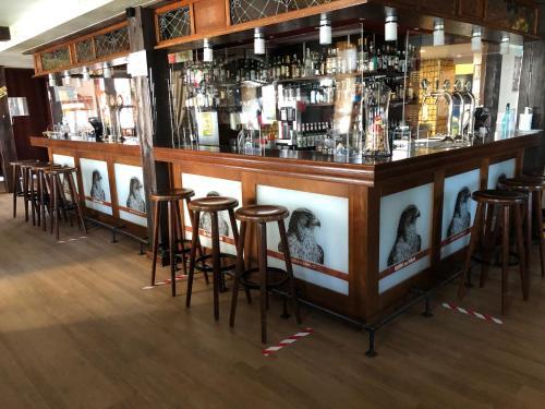 The lounge or bar area at Gasthof zum Falken