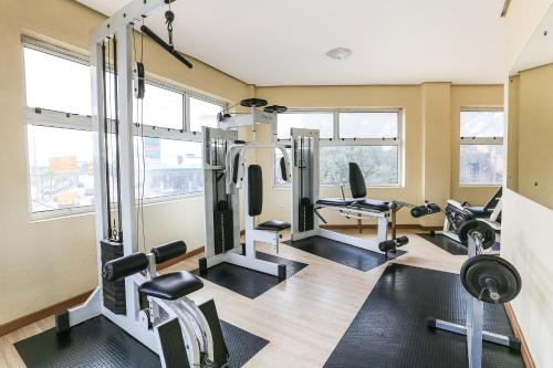 The fitness centre and/or fitness facilities at Hotel Express Aeroporto