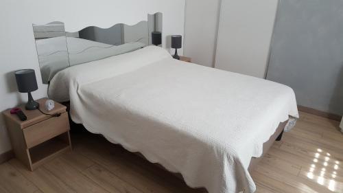 A bed or beds in a room at sanchez erruz