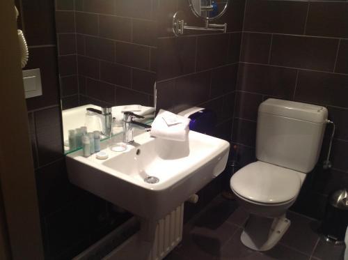Een badkamer bij Hotel Castel