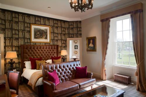 A seating area at Meldrum House Hotel Golf And Country Estate