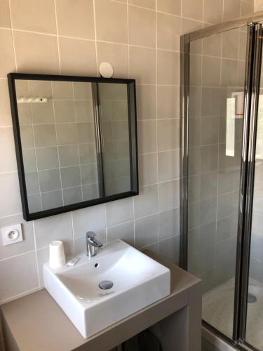 Salle de bains dans l'établissement Hôtel Saint Roch Montpellier Centre