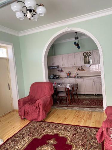 A cozinha ou cozinha compacta de Kepez qonaq evi