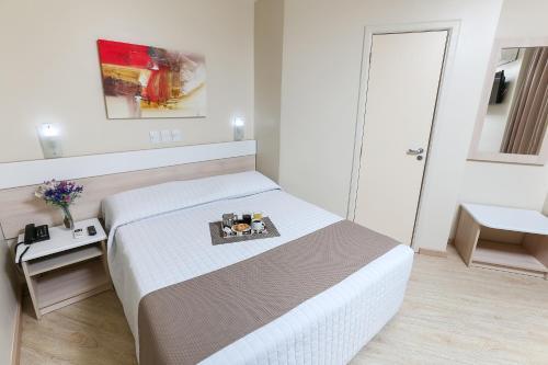 Cama ou camas em um quarto em Hotel Express Aeroporto