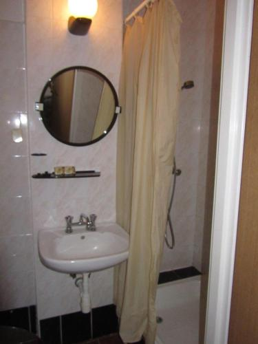 Łazienka w obiekcie Pokoje LEŚNY GRÓD