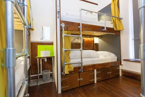 A bunk bed or bunk beds in a room at Cohort Hostel