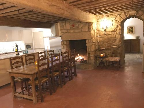 A restaurant or other place to eat at Les Brizards, L'Auberge - Morvan (22 personnes)