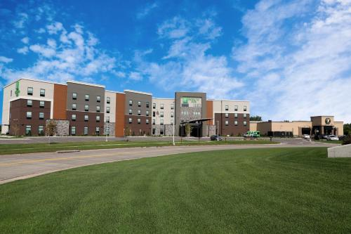 Holiday Inn Hotel & Suites Sioux Falls - Airport, an IHG Hotel