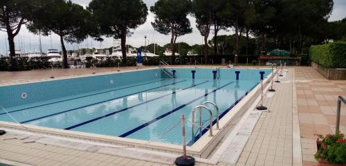 The swimming pool at or near Karina