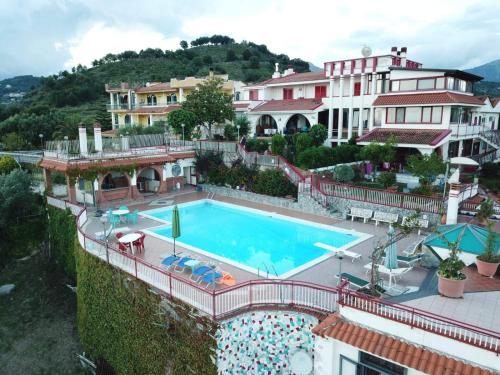 A view of the pool at Casa vacanze villa Pellegrino or nearby