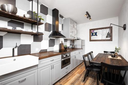 Kuchyň nebo kuchyňský kout v ubytování Rodinné apartmány Alex & Gregor