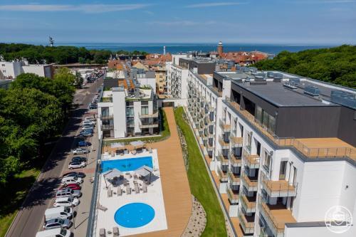 Výhled na bazén z ubytování Nadmorskie Tarasy - Apartments M&M nebo okolí