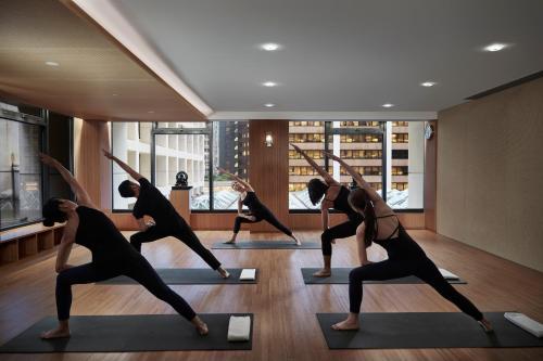 The fitness center and/or fitness facilities at The Landmark Mandarin Oriental, Hong Kong