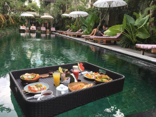 Swimmingpoolen hos eller tæt på Sapodilla Ubud