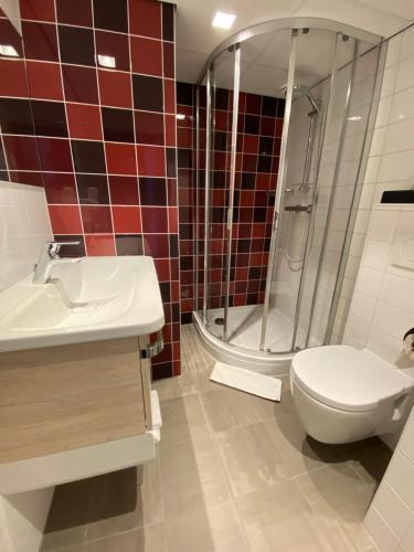 A bathroom at Best Western Dam Square Inn