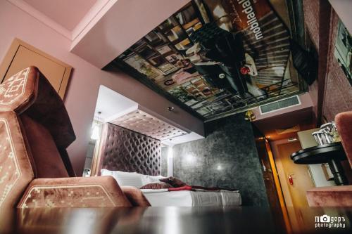 Фоайе или бар в Diplomat Plaza Hotel & Resort