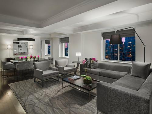 A seating area at AKA Sutton Place