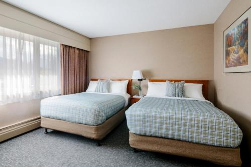 A bed or beds in a room at Lobstick Lodge
