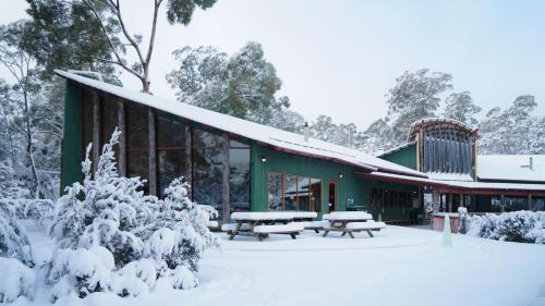 Lake St Clair Lodge during the winter