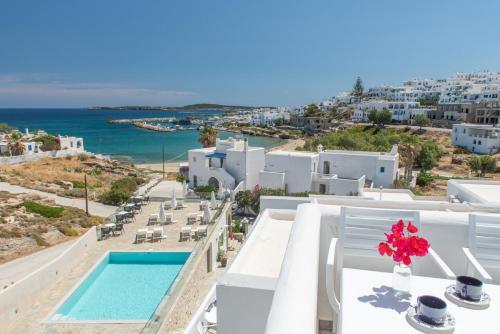 Θέα της πισίνας από το Adonis Hotel Studios & Apartments ή από εκεί κοντά