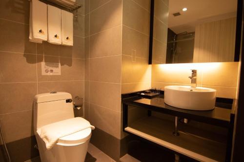A bathroom at Higher Hotel