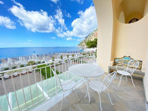 A balcony or terrace at La Caravella di Positano