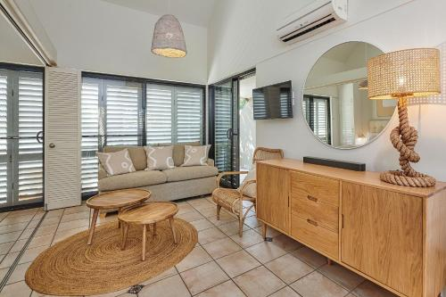 A seating area at Julians Apartments