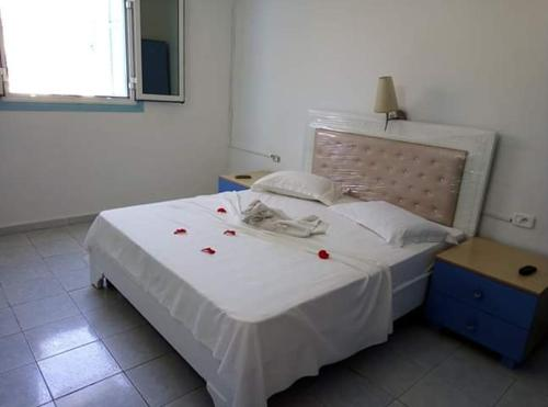 A bed or beds in a room at Houria House Sable D'or