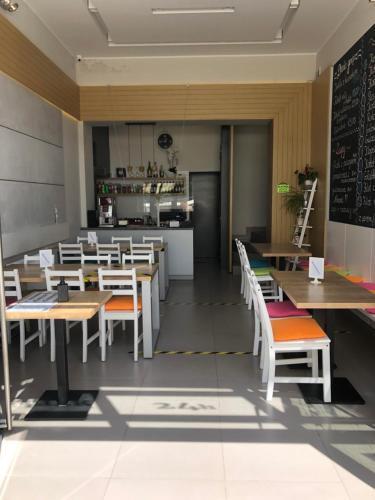 Restauracja lub miejsce do jedzenia w obiekcie Hotelik City