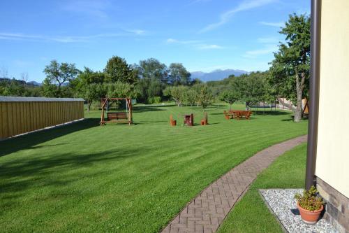 Vonkajšia záhrada v ubytovaní Skipension Jasná